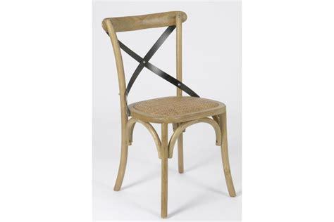 chaises bistrot bois chaise croisillon en bois massif bistrot hellin