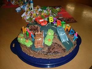 Kinderzimmergestaltung Für Jungs : geburtstags torte f r coole jungs rezept ~ Markanthonyermac.com Haus und Dekorationen