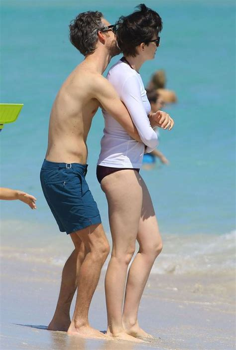 actress from long beach anne hathaway and adam shulman look seriously loved up as