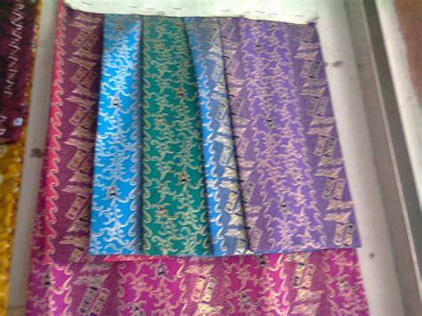 Check out pesta on ebay. Laveana Sasmita's blog: Benang Bintik - batik khas ...