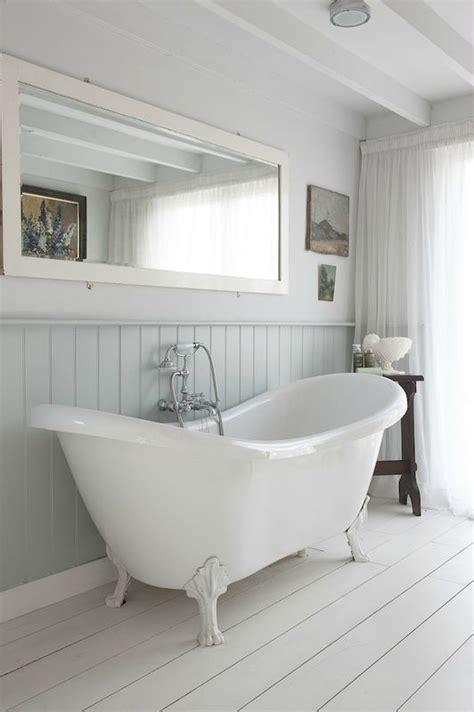salle de bain lambris les 25 meilleures id 233 es de la cat 233 gorie salle de bains lambris sur boiseries salle