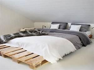 Tete De Lit Zen : lit en palette dans une chambre style zen ~ Teatrodelosmanantiales.com Idées de Décoration