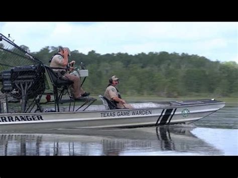 Airboat Houston by Airboat Rescue In Houston Floods Harvey Doovi