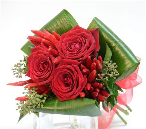 mazzo di fiori laurea fiori per laurea corona di alloro o fiori e bouquet di