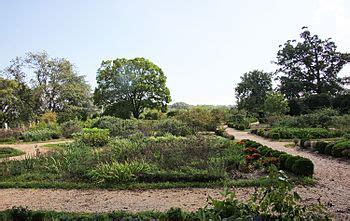 colonial revival garden wikipedia