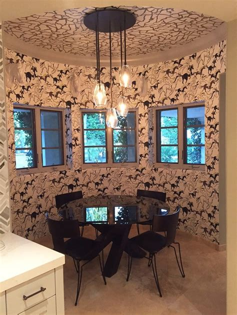 kaley cuocos redecorated  home   worth