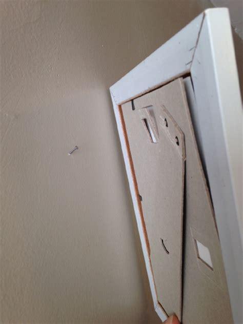 comment accrocher un tableau au mur pointe ou vis et cheville