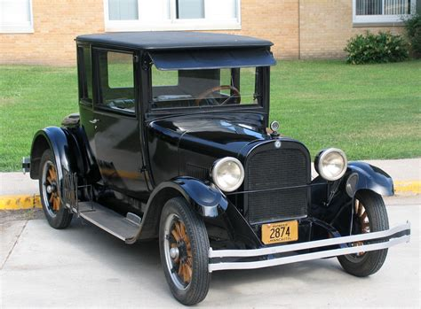 Donor Gifts Antique Car To Anne Carlsen Center