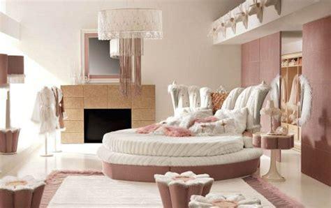 schlafzimmer ideen mit dachschräge barock luxus schlafzimmer altrosa mit rundbett moderne