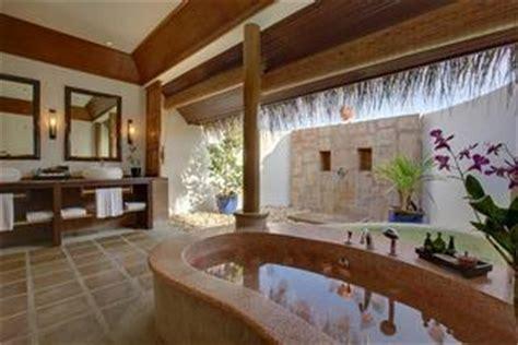 Showers Inn Bloomington by 12 Inspirational Outdoor Resort Bathrooms