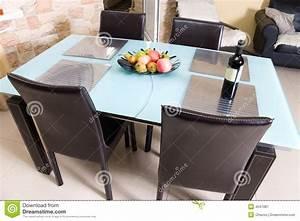 Table Cuisine Moderne : table de cuisine moderne avec des fruits un vin photographie stock libre de droits image 4547087 ~ Teatrodelosmanantiales.com Idées de Décoration