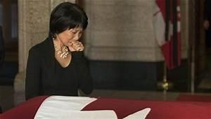 Des Milliers De Canadiens Offrent Leurs Derniers Adieux