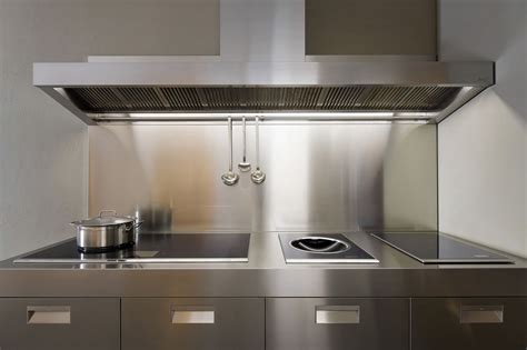 contemporary small kitchen металлический фартук для кухни особенности фото 2544