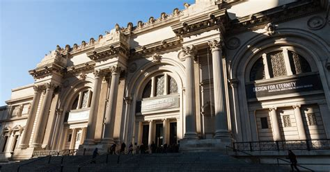metropolitan museum of reaches settlement on admissions policy the new york times