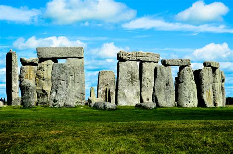 Road tripping in England: a visit to Stonehenge - Travels of Adam