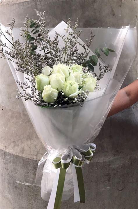 ช่อดอกกุหลาบขาว 10 ดอก - Kakaiflorist