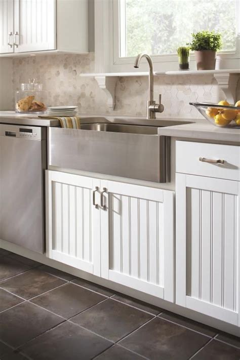 country style kitchen sink aristokraft cabinetry s traditional country sink cabinet 6222