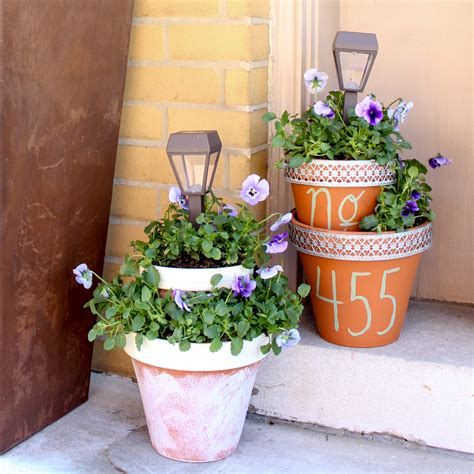 solar light and flower pot centerpiece project by decoart
