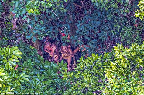incredible images show uncontacted amazonian tribe living