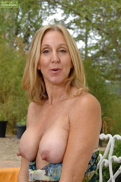 Mature Babe With Long Hard Nipples Passionking66
