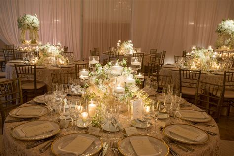 Low Centerpiece on Round Reception Table