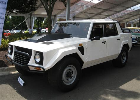 jeep lamborghini the first ultra luxury suv the lamborghini lm002