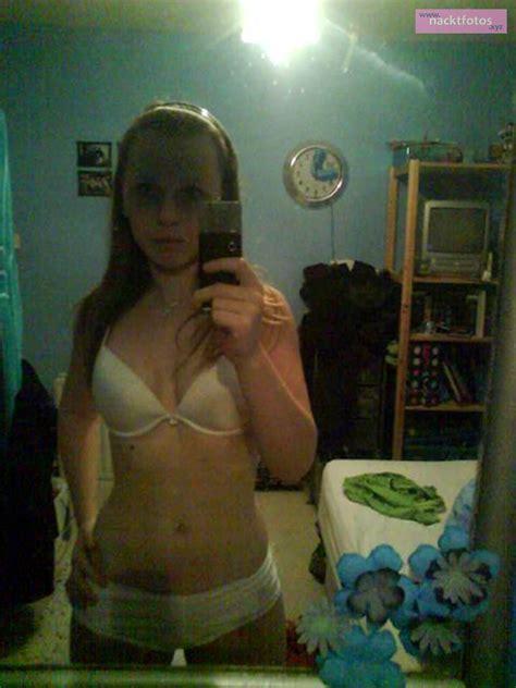 unterwaesche fotografiert mit ihrem handy nacktfotos