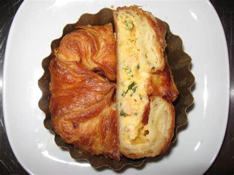 Bukë me vezë dhe spinaq - Receta Kuzhine