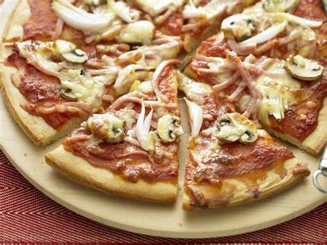 la pate de pizza italienne recette p 226 te 224 pizza italienne astuces garnitures curiosit 233 s
