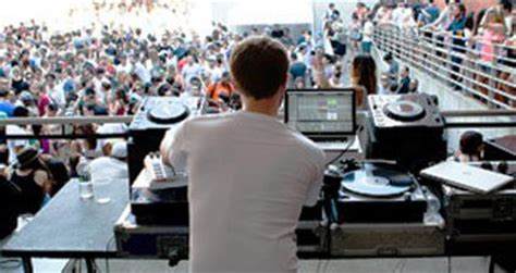 under the table jobs in philadelphia nyc s best clubs nightlife spots for the under 21 crowd