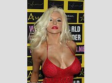 Courtney Stodden goes braless as she reveals her famous