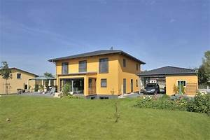 Stadtvilla Mit Garage : leuchtend gelb verbreitet diese klassische stadtvilla mit ~ Lizthompson.info Haus und Dekorationen