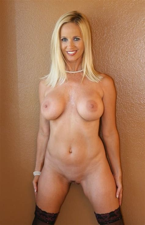What S The Name Of This White Blonde Milf Totally