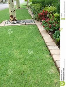 Bordure De Gazon : lit de fleur et bordure de pelouse image stock image du ~ Premium-room.com Idées de Décoration