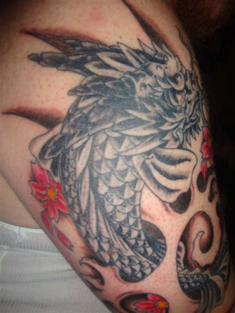 modele tatuaje dragoni imagini tatuaje monstri faraaerro