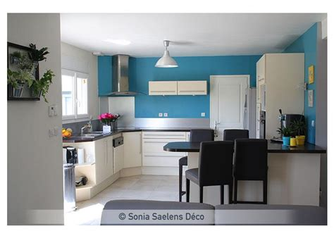 cuisine blanche et bleu wunderbar cuisine mur bleu osez une d co couleur canard
