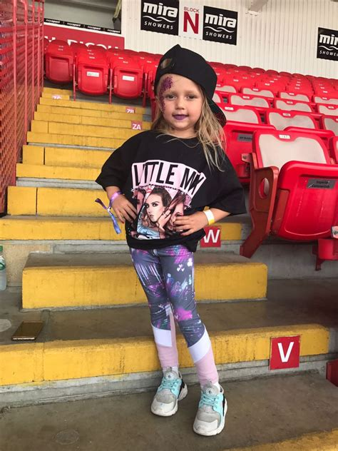 Glitter, bows, and lots of smiles - fan pictures of Little ...