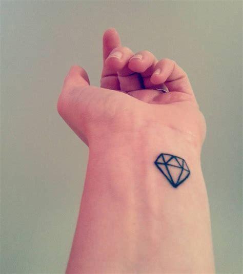 Photo  Tatouage Femme  Un Diamant Sur Le Poignet