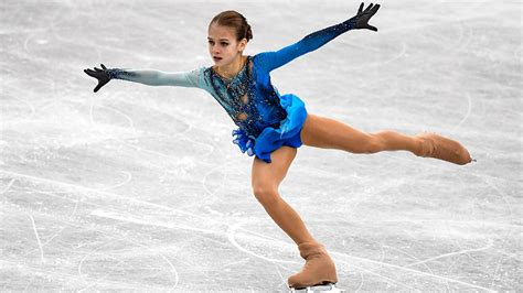 VIDEO: Una rusa de 13 años hace historia en el patinaje ...