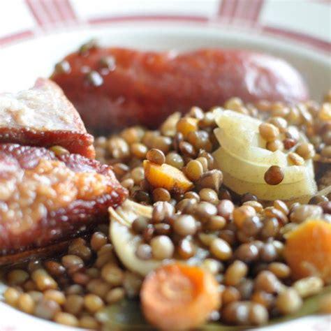 comment cuisiner des saucisses saucisse aux lentilles au four avec du lard recette facile