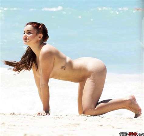 Ariel Winter Nude Sunbathing Photos