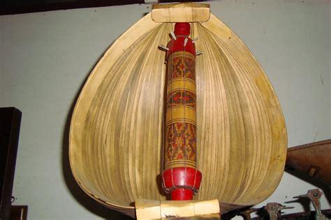 Berikut adalah contoh alat musik melodis, antara lain: Sasando, Alat Musik Tradisional dari Rote | Radio Suara Wajar 96.8 FM