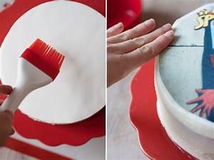 Cómo colocar una oblea sobre una tarta