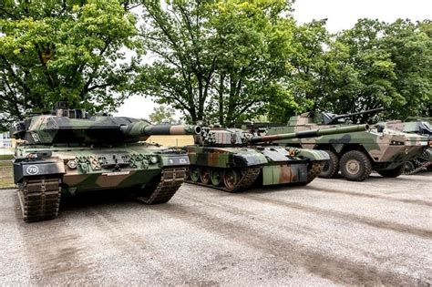personal armored vehicles polish armored forces from left to right leopard 2a5