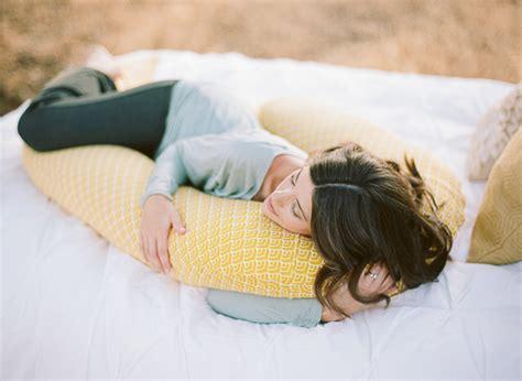 pillow for pregnancy bump nest pregnancy pillow best pregnancy pillow