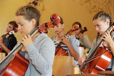 Galerijas - Krimuldas Mūzikas un mākslas skola