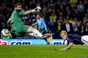 Gallery For > Iker Casillas Diving 2013