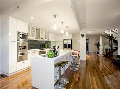 cuisine blanche moderne cuisine moderne blanche et bois divers besoins de cuisine