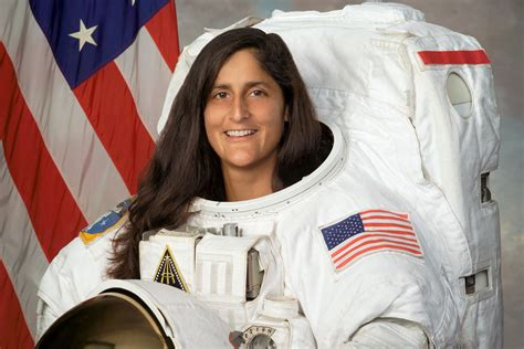 NASA Picks 4 Astronauts to Fly 1st Commercial Space ...