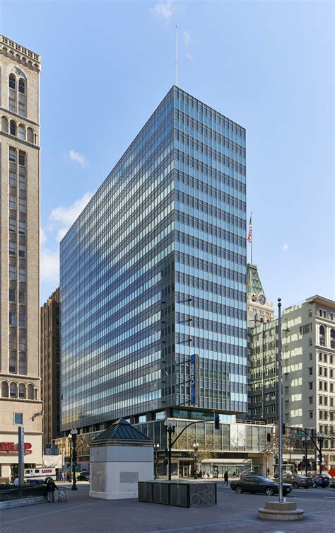 oracle signs lease fueling downtown oakland expansion